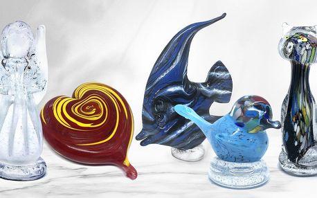 Ručně vyráběné skleněné dekorace: sošky i těžítka