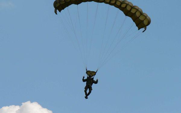 Základní parašutistický výcvik včetně 1 seskoku z letadla2