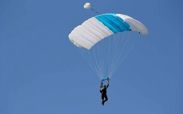 Základní parašutistický výcvik včetně 1 seskoku z letadla3