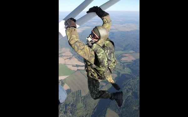 Základní parašutistický výcvik včetně 1 seskoku z letadla4