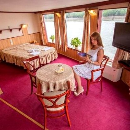Budapešť originálně na lodi ve Fortuna Boat Hotelu *** s lahví vína + snídaně