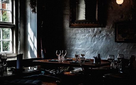 Online úniková hra: Uvězněni v restauraci