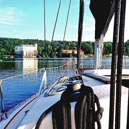 Pronájem jachty na Orlíku na 1–5 dní až pro 4 osoby