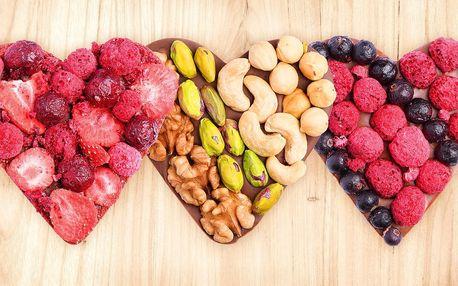 Valentýnská srdíčka z čokolády s ovocem a ořechy