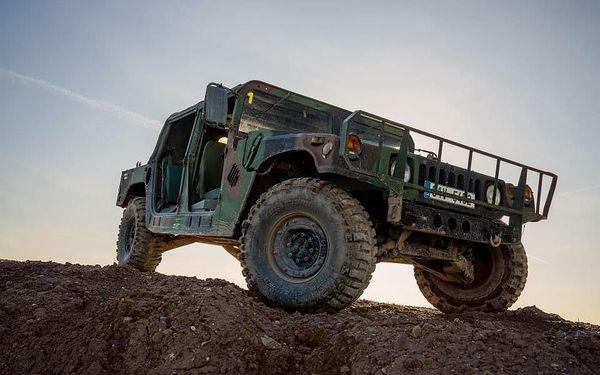 Řízení vojenského Humvee + adrenalinová jízda na korbě Humvee2