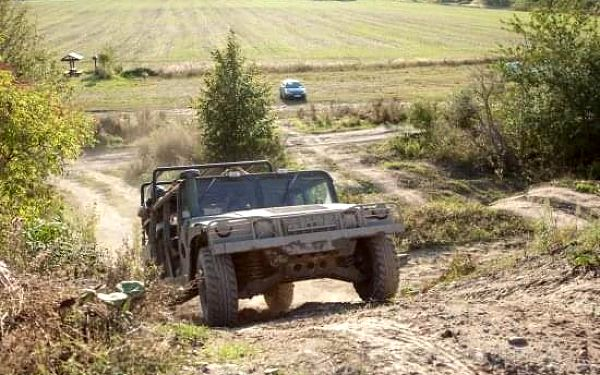 Řízení vojenského Humvee + adrenalinová jízda na korbě Humvee3