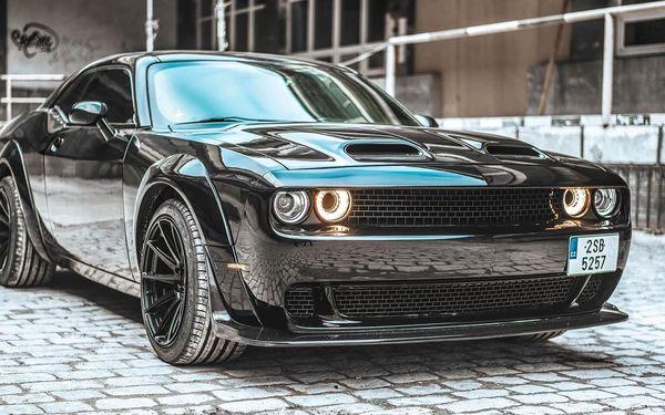 Frajerská jízda Dodge Challenger 2016