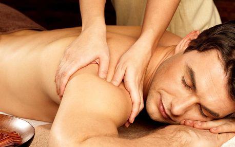 Čas na relax: masáž lávovými kameny nebo Lomi Lomi