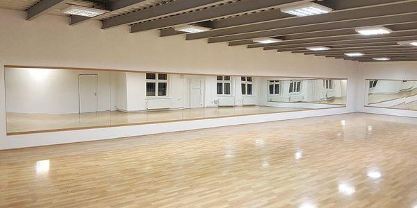 1× skupinová lekce společenských tanců (pro pár)2