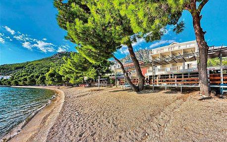 Chorvatsko, Drvenik   Hotel Nano***   Polopenze   Dítě do 11 let zdarma   Pláž před hotelem   Krytý bazén