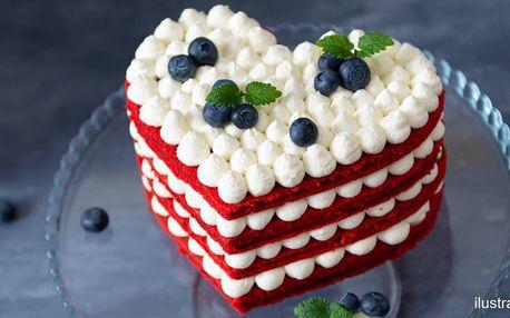 Valentýnský srdcový dort s jahodami i malinami