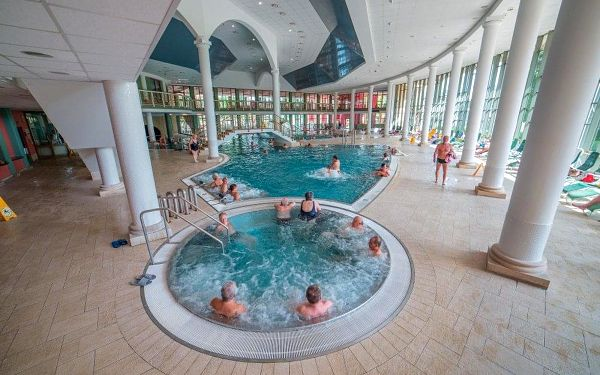 Františkovy Lázně, Hotel Pawlik-Aquaforum**** v zeleni lázeňského parku