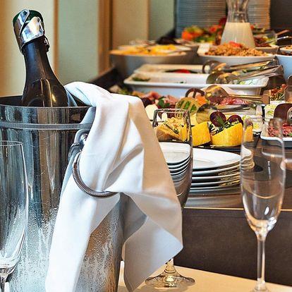 Snídaně formou bufetu v 5* hotelu na Malé Straně