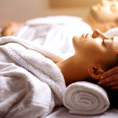 Párová relaxační masáž a relax s lávovými kameny
