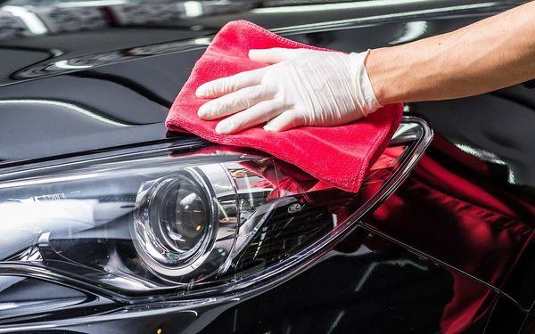 Ruční mytí automobilu či renovace světlometů