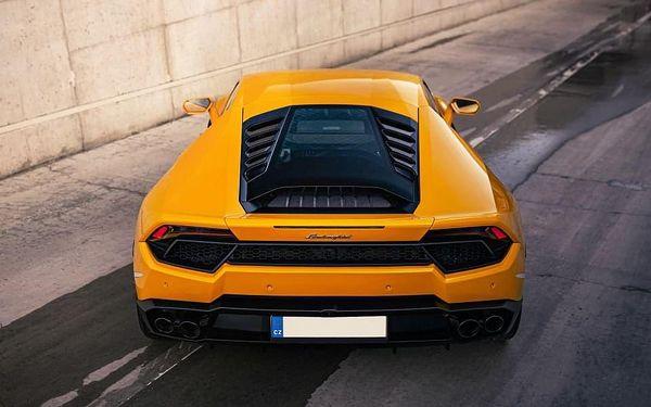 Jízda nejnovějším Lamborghini na závodním okruhu v Brně3