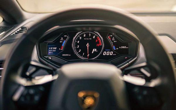 Jízda nejnovějším Lamborghini na závodním okruhu v Brně4