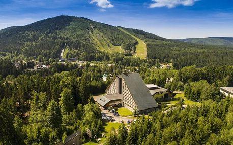 Resort Sklář vzdálený pouhých 5 minut od lyžařského centra Harrachov