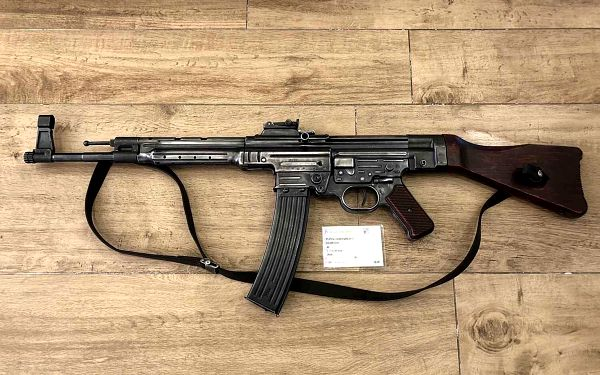 Jako při přípravě na získání zbrojního průkazu (4 zbraně a 17 nábojů)5