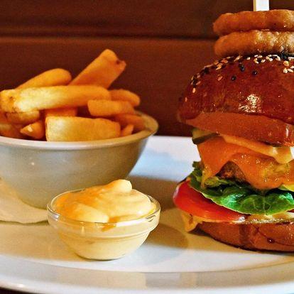 Burger podle výběru z 5 druhů, hranolky a dip