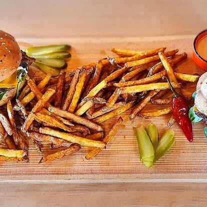 Vepřový a hovězí burger a hranolky pro 2 osoby