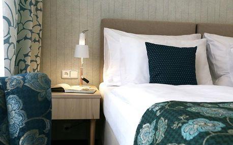 Poznávání Karlových Varů s polopenzí pro dva a hotel na kolonádě