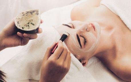 Kosmetické ošetření s možností manikúry i lash liftingu