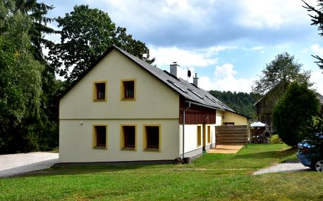 Královehradecký kraj: Spacious Holiday Home in Lampertice with Swimming Pool