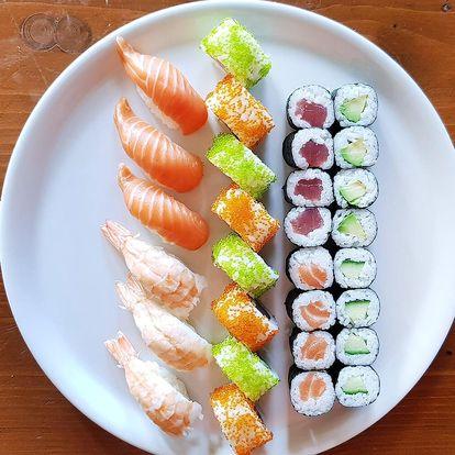 Sushi na Stodolní: 30 či 50 ks s lososem i krabem