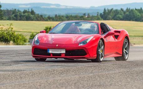 Jízda ve Ferrari na letišti Dlouhá Lhota u Příbrami