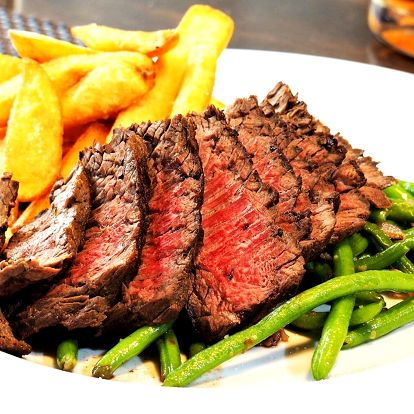 200g steak s fazolkami a hranolky pro 1 či 2 os.