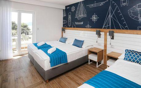Drvenik: moderní hotel u pláže, balkon a polopenze