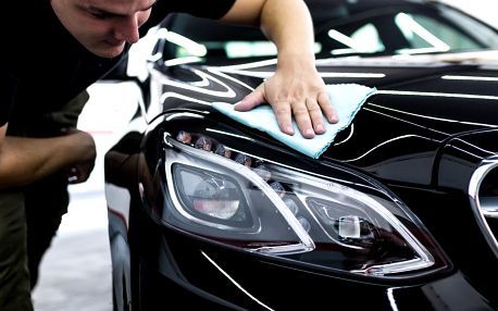 Ruční mytí interiéru i karoserie auta včetně vosku
