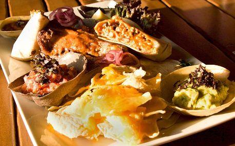 Plato mexických specialit, polévka a dezert pro dva
