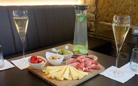 Víno nebo prosecco a degustační prkénko pro dva
