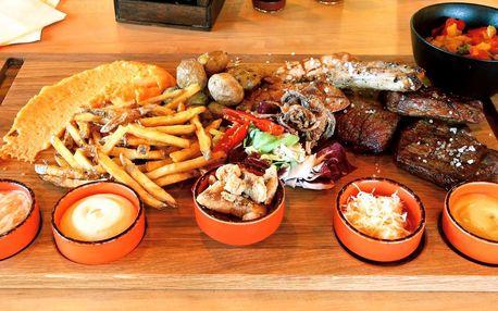 Prkno s 5 druhy steaků a přílohy pro partu