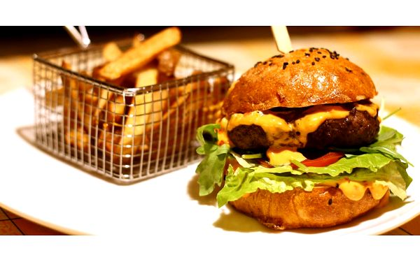 Hodina bowlingu a 2x burger4