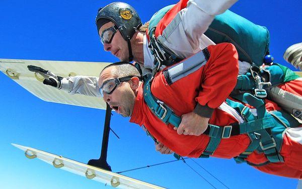 Tandemový seskok z 3000 metrů i s videozáznamem