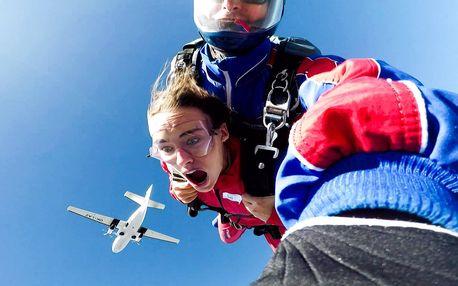 4000 metrů nad zemí - tandemový seskok padákem v Příbrami