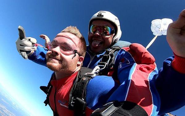 Tandemový seskok padákem v Příbrami ze 6000 m4