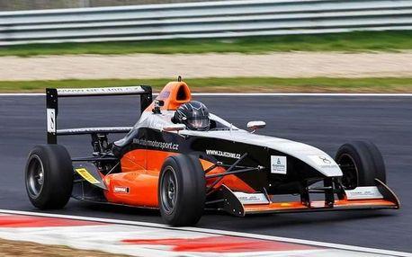 Pilotem formule na skutečném závodním okruhu