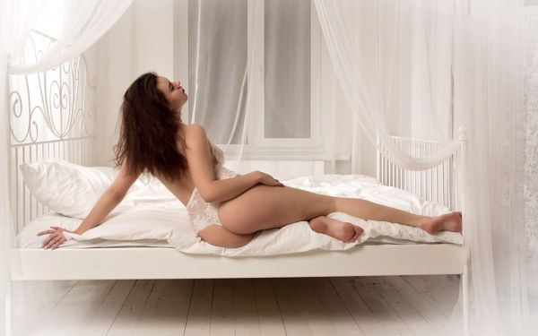 3 fotografie z boudoir ateliéru s vizážistkou4