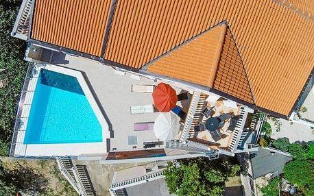 Chorvatský Karlobag jen 400 m od pláže pro 4-6 osob v Apartmánech Kathy s venkovním bazénem + vybavená kuchyň
