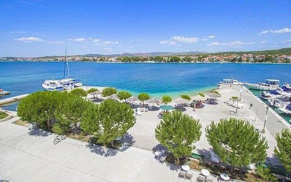 Chorvatsko: Dalmácie jen 20 m od pláže v Hotelu Spongiola **** s polopenzí, bazénem a pláží + 2 děti zdarma