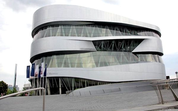 Moderní hotel v centru Stuttgartu za skvělou cenu 4 dny / 3 noci, 2 os., snídaně3