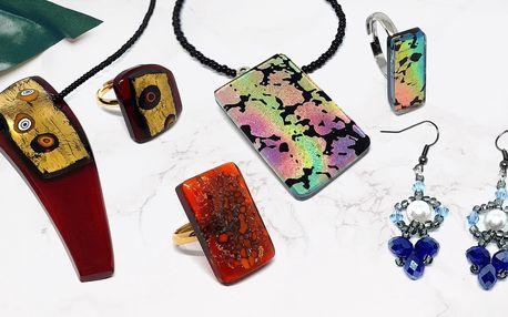 Umělecký skleněný šperk: přívěsky, náušnice i prsteny