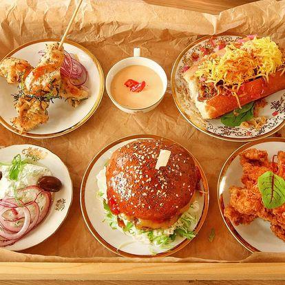 Hody pro dva: burger, hot dog, stripsy i pití