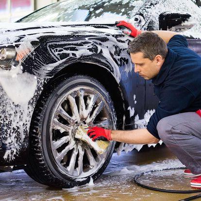 Profesionální ruční mytí exteriéru a interiéru vozu