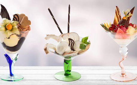 Zmrzlinový pohár v Café Mozart naproti orloji