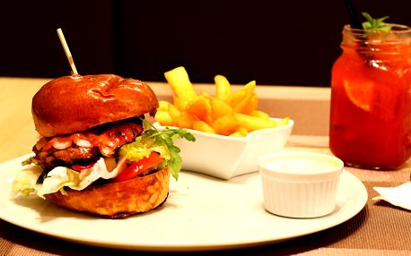 Burger menu pro 1 i 2 os. s hranolky a limonádou